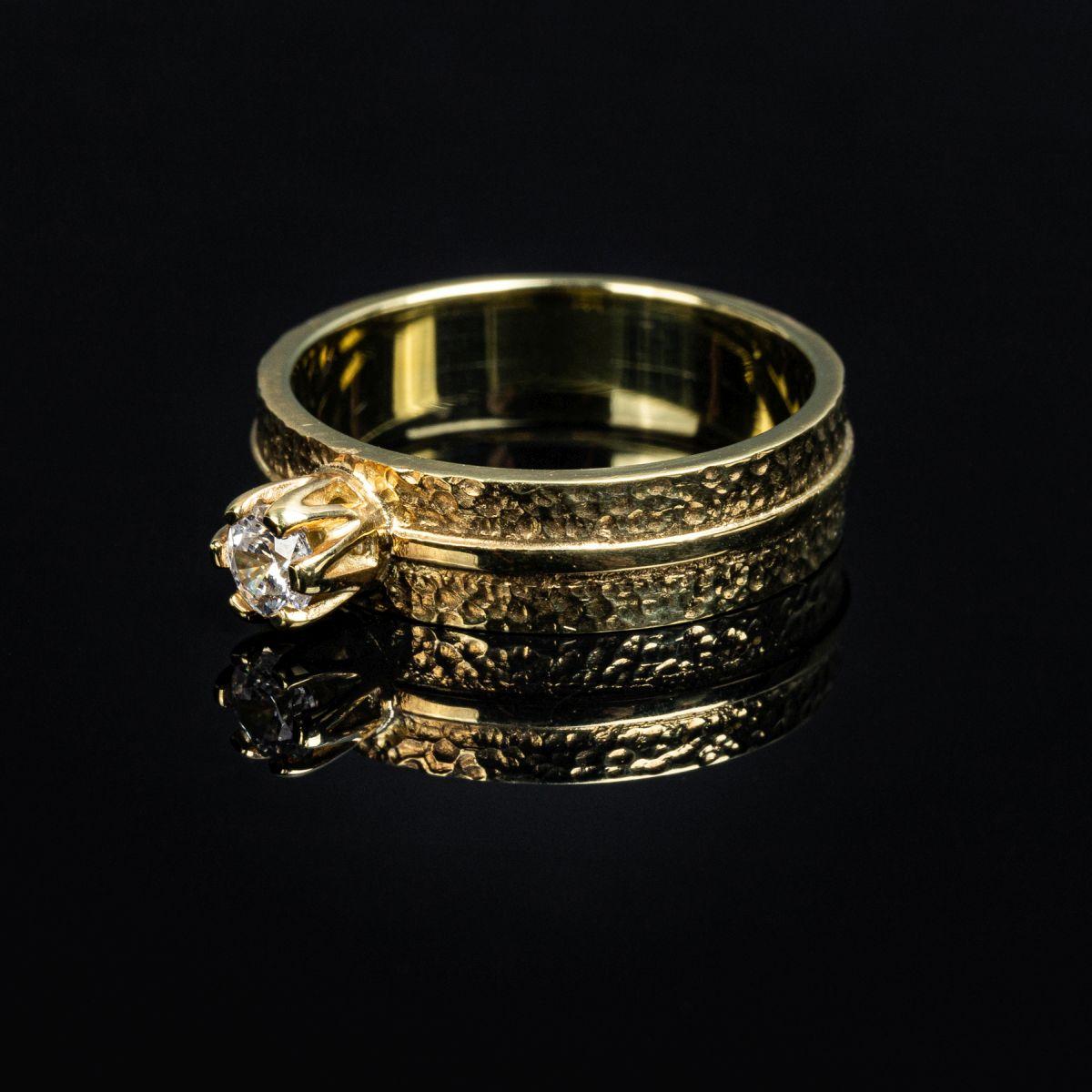 Fotografia produktowa - zdjęcie pierścionka.